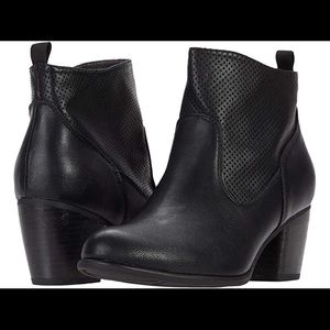 White Mountain • NWOT Grace Booties